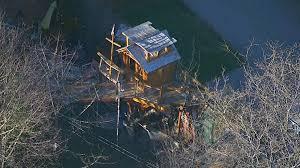 toronto dad wins fight to keep backyard treehouse boat ctv news