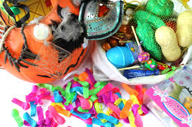 Halloween Gift Baskets For Kids by How To Fill Trick And Treat Bags With Toys Instead Of Candy