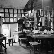 dans bureau hopital albert schweitzer au gabon pictures getty images