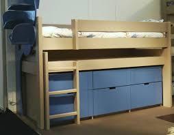 lit avec bureau coulissant bloc 5 tiroirs sous le bureau coulissant 1 grand tiroir derrière l