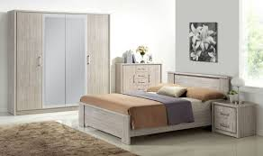 chambre adultes compl鑼e chambre adulte complete en bois beau emejing armoire chambre