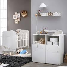 chambre a coucher bébé chambre à coucher de bébé lit et commode table à langer jungle dya