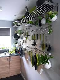 barre de rangement cuisine 18 idées pour gagner des rangements supplémentaires dans la cuisine