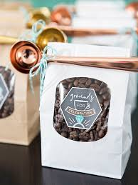 coffee wedding favors these diy coffee favors with metallic scoops are the cutest