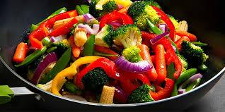cuisiner avec un wok wok végétarien aux légumes wok n rolls