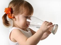 La Manera Correcta de Tomar Agua
