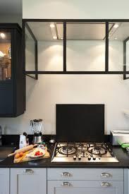 habillage de hotte de cuisine une cuisine sur mesure dans un petit espace ambiance atelier