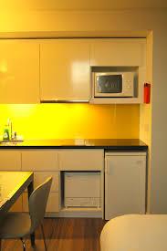 cuisine jaune citron cuisine jaune citron stunning wesco poubelle kickmaster l jaune