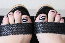 fit crafty stylish and happy pink black and striped nails
