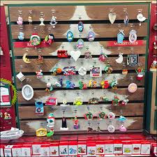 faux pallet ornament display fixtures up