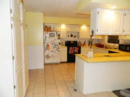 Kitchen Yellow Walls White Cabinets by Oak Cabinets Yellow Paint Kitchen Design Ideas Lavish Home Design