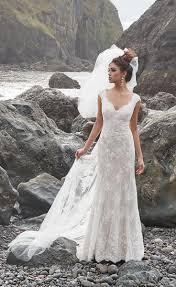 Lace Wedding Dresses This Gorgeous Lace Wedding Dress Has A Beautiful Sleeveless Bodice