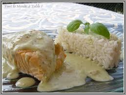 cuisiner saumon congelé pavé de saumon et sa sauce verte au basilic tout le monde à table