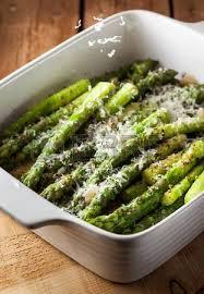 cuisiner asperges vertes fraiches asperges vertes fraîches grillées avec du fromage parmesan banque d
