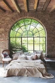 chambre avec mur en mur de briques décoration moderne et chaleureuse chez vous