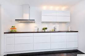 ikea cuisine en ligne cuisine blanche avec poignées intégrées voxtorp de chez ikea j