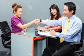 emploi d entretien de bureaux entretien d embauche avec un candidat asiatique pour un nouvel