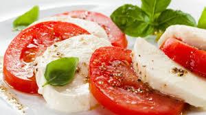 comment cuisiner la mozzarella recette une salade de tomates et mozzarella entrées cuisine vins