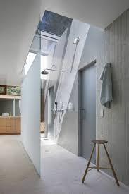 salle de bain dans chambre sous comble chambre sous pente de toit 12 une salle de bain sous pente ou