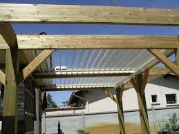 auvent en bois pour terrasse couverture pour terrasse amélioration de la rénovation toiture