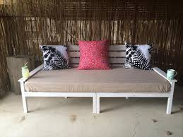 Diy Outdoor Daybed Diy Pallet Wide 2 Seated Sofa And Daybed 99 Pallets
