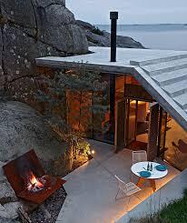 hagem constructs cabin knapphullet in natural rock formation