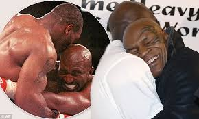Evander Holyfield Bench Press Mike Tyson And Evander Holyfield U0027s Hug 15 Years After Infamous
