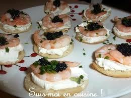 canap au fromage canapés crevettes oeufs de lump noirs sur fromage frais suis moi