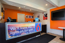 Motel 6 We Ll Leave The Light On For You Yuma Hotel Coupons For Yuma Arizona Freehotelcoupons Com