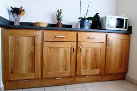 cuisine gris ardoise cuisine chene massif vernis naturel plan de travail et credence en