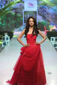 designer archana kochhar and bollywood actress daisy shah pose