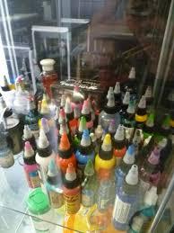 table de tatouage tatouage le salon black heart à saint raphaël et son équipe l