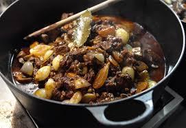 cuisiner un boeuf bourguignon recette de boeuf bourguignon à la cocotte minute