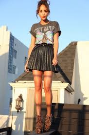 cool pleated pu skirt with slouchy band t shirt tucked in cute