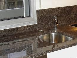 cuisine avec plan de travail en granit granits déco plan de travail en granit labrador brown finition polie
