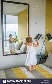 mirror in bedroom descargas mundiales com girl dancing in front of mirror in bedroom girl dancing in front of mirror in