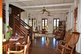 bureau et maison l entrée de la maison coloniale et bureau picture of le jardin