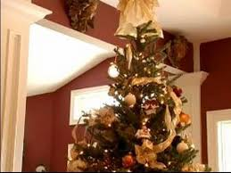 how to decorate a tree what to put on top of a