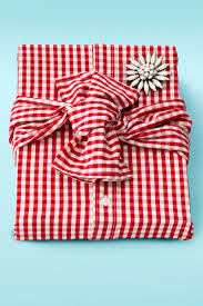 gift wrap 33 unique christmas gift wrapping ideas diy gift wrap
