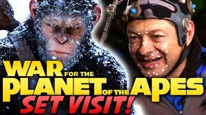 war for the planet of the apes on set with cast and crew