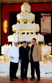 big wedding cakes a new york newport wedding now thats a big wedding cake