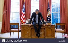 white house oval office desk stock photos u0026 white house oval