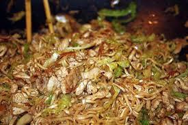 cuisine chinoise poulet recette de nouilles chinoises au poulet et aux légumes façon wok