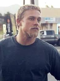jaxs hairstyle 23 of the sexiest charlie hunnam pictures out there jax teller