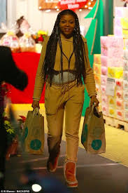 taraji p henson grabs last minute thanksgiving groceries daily