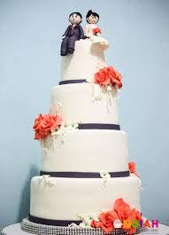 songiah peach and gray wedding cake