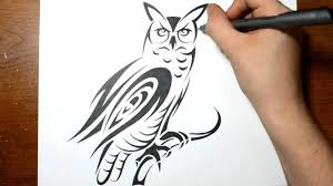drawing an owl in a cool tribal design style con