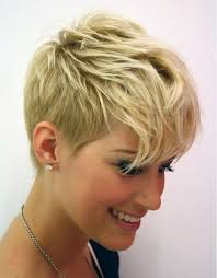 pixie cut to disguise thinning hair best 25 pixie cut with bangs ideas on pinterest short bob bangs