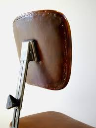 dossier de chaise dossier cloux dorã s chaise industrielle chaises tabourets à