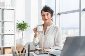 image pause café bureau tasse attrayante de boissons d employé de bureau de thé ayant